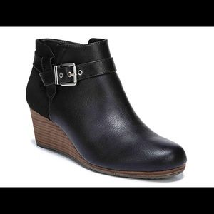 Dr. Scholl's darcy wedge boot size 7